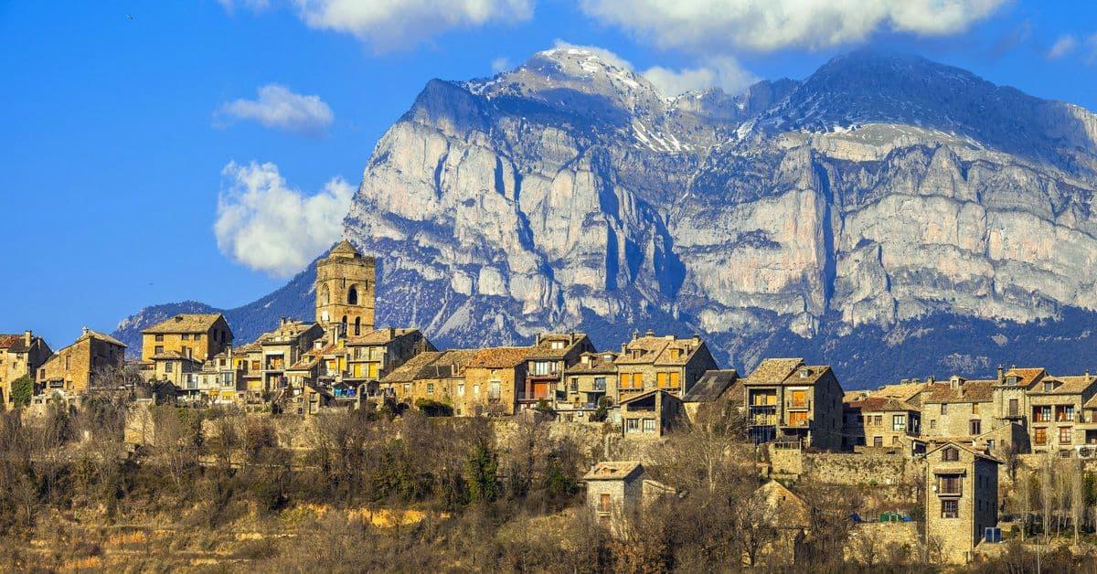 Visita a Aínsa, uno de los pueblos más bonitos de España